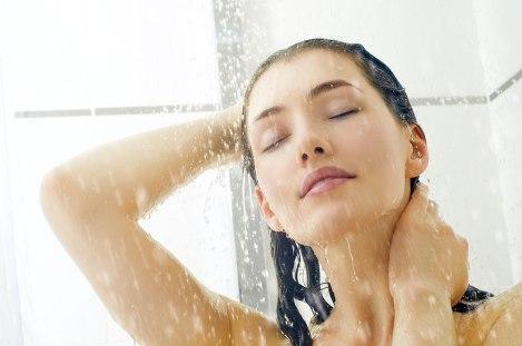 douche-femme-eau